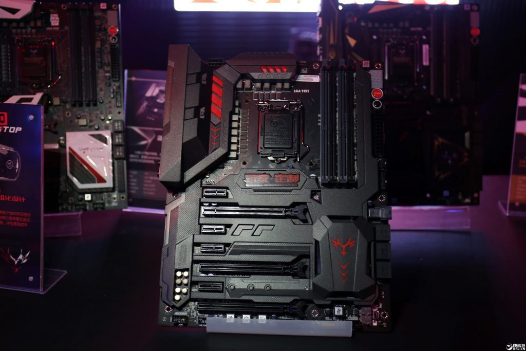 Colorful showcase its iGame200 Motherboards