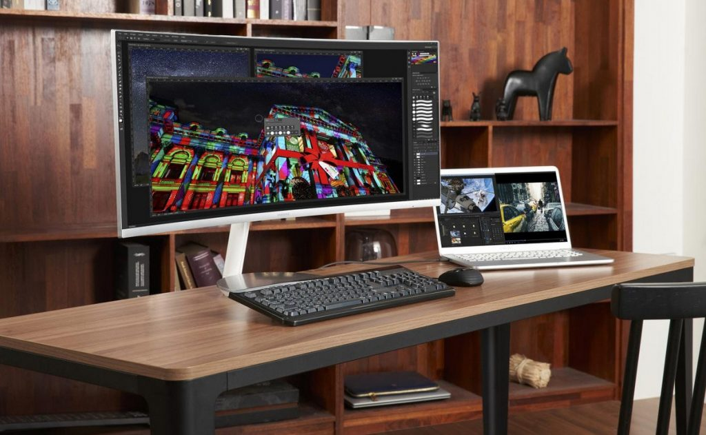 Samsung Launches World's First Thunderbolt 3 QLED Curved Monitor at IFA 2018